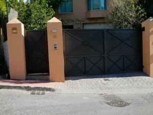 Puertas metalicas Malaga Marbella